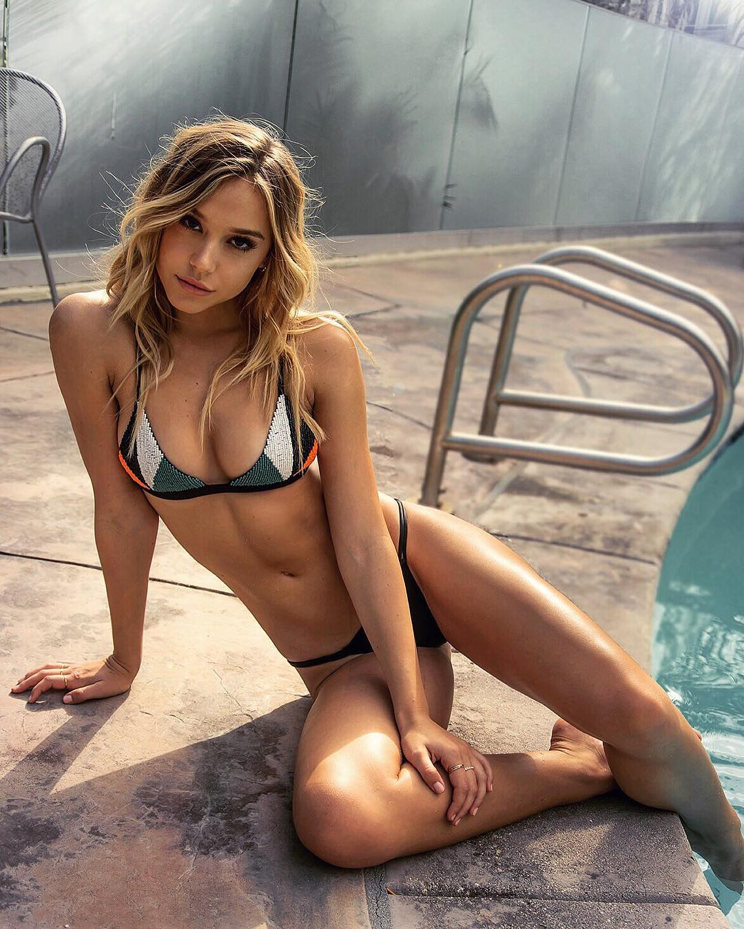 Alexis Ren Erotic Nude Photos