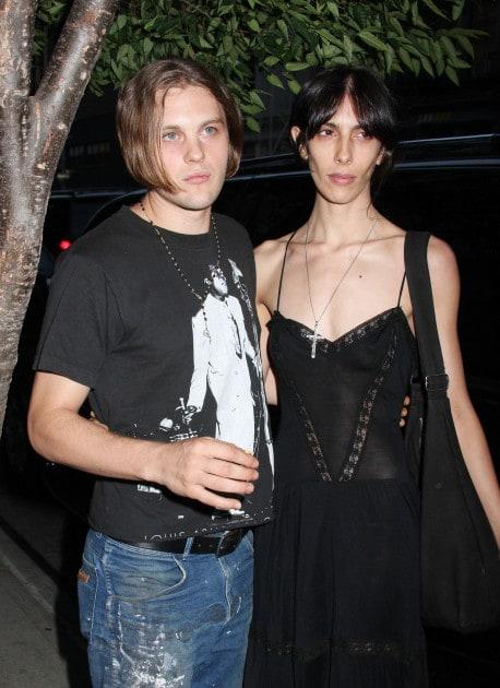 набор, майкл питт фото с женой своей