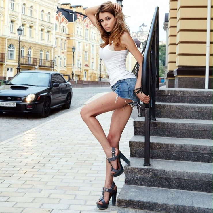 Длинные Стройные Ноги Adriana F Приносят Не Малый Доход В Модельном Бизнесе