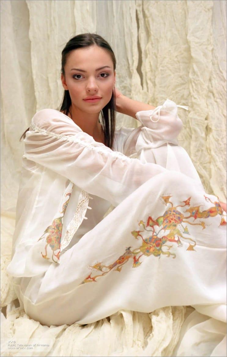 http://ilarge.lisimg.com/image/1141651/968full-lusine-tovmasyan.jpg