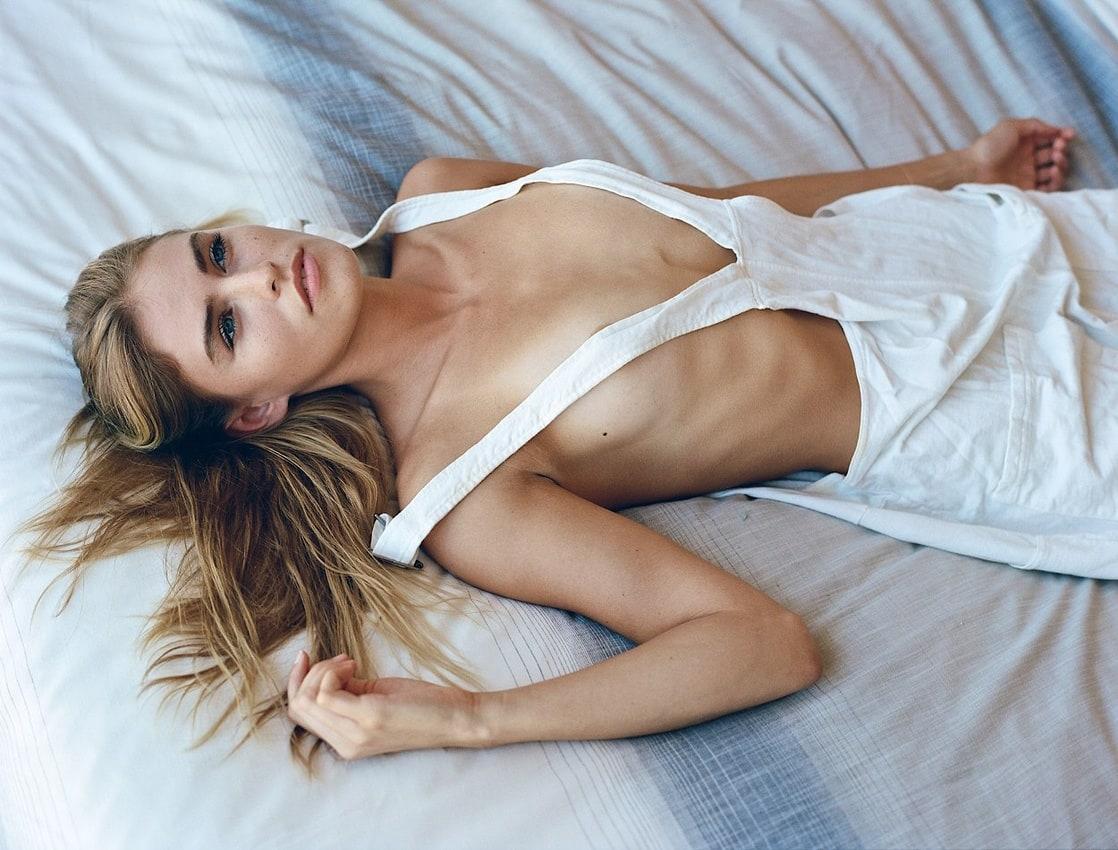 Blair Sinnott Nude Photos 17