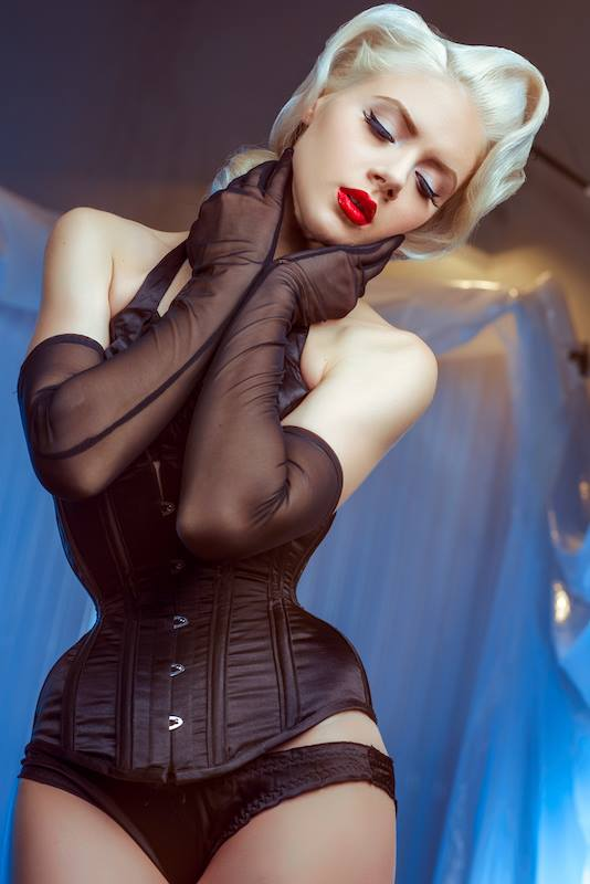 Alicia Seductive Blonde Pinup Girl Babe Thefappening Wiki 1