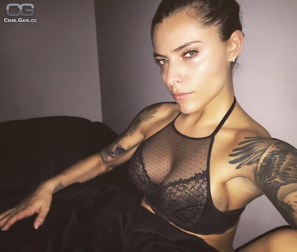 Sophia thomalla celeb