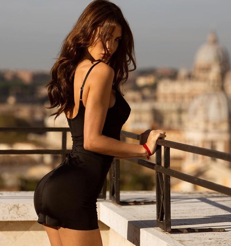фото девушек в платьях и колготках