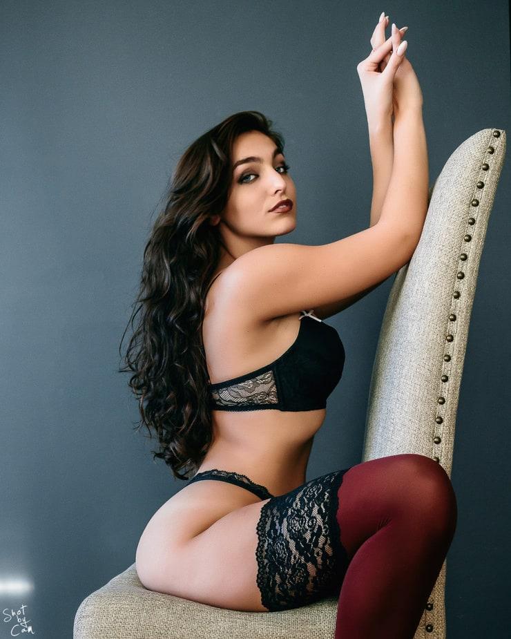 Emily Rinaudo Nude Photos 10