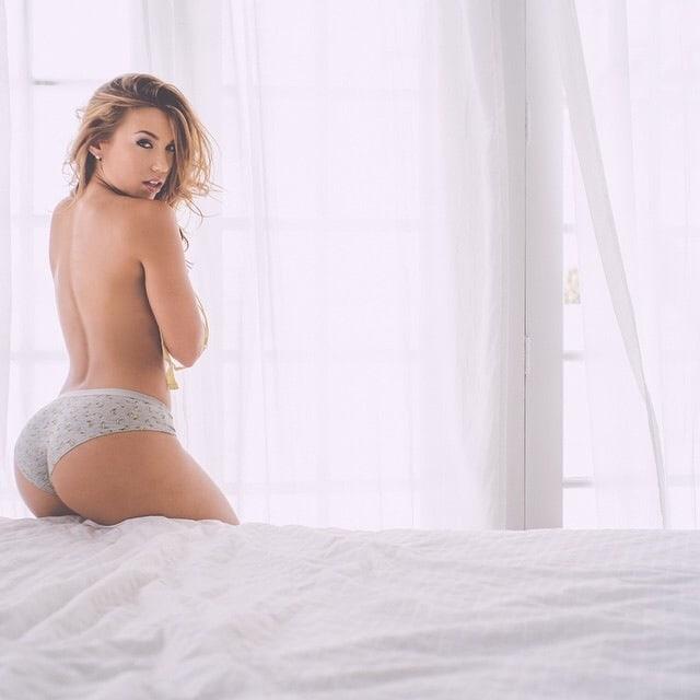 Nicole mejia sexy tummy wallpapers