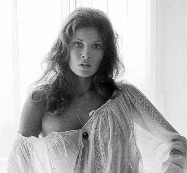 Raquel Welch, 1968 Photo | AllPosters.com