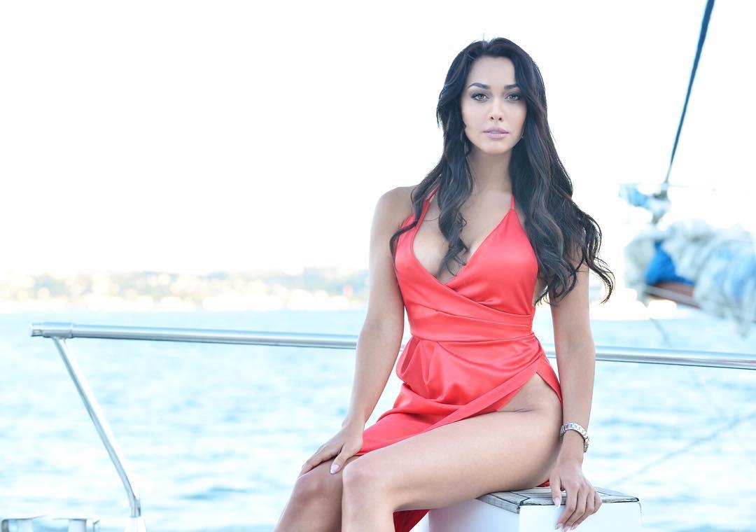 models topless iranian