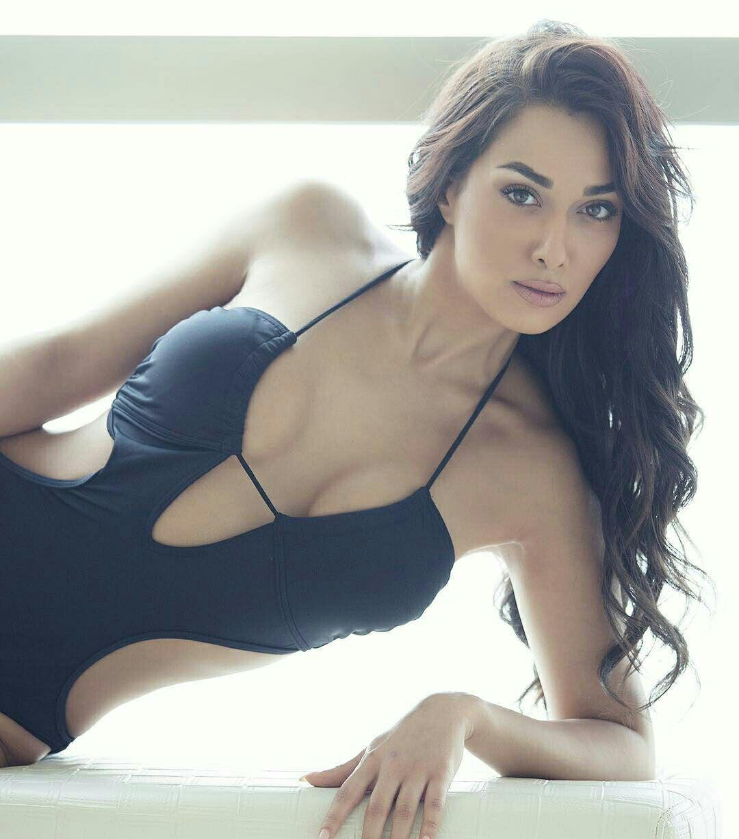 claudia lynx hot sexy ass
