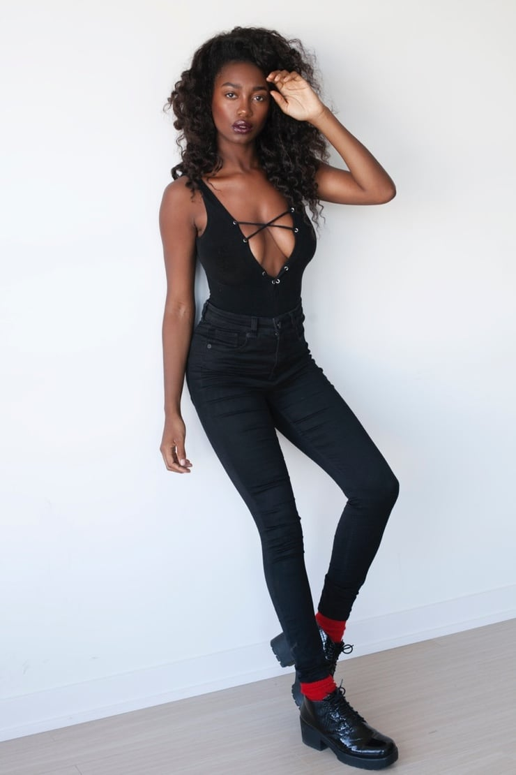 Mouna Traore Nude Photos 37