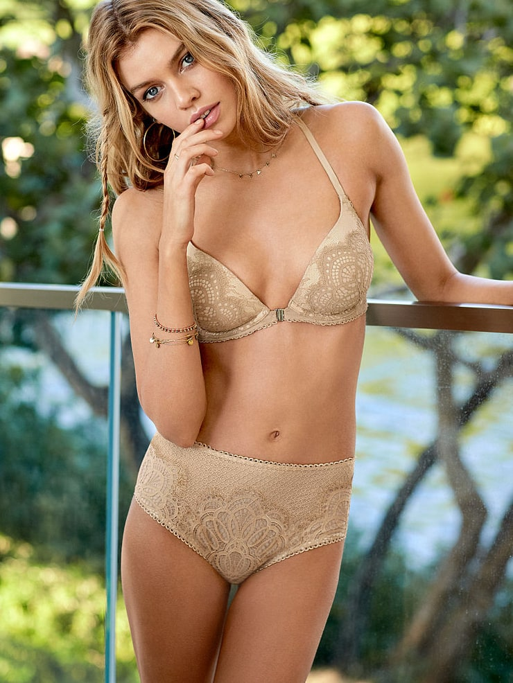 Picture of Stella Maxwell