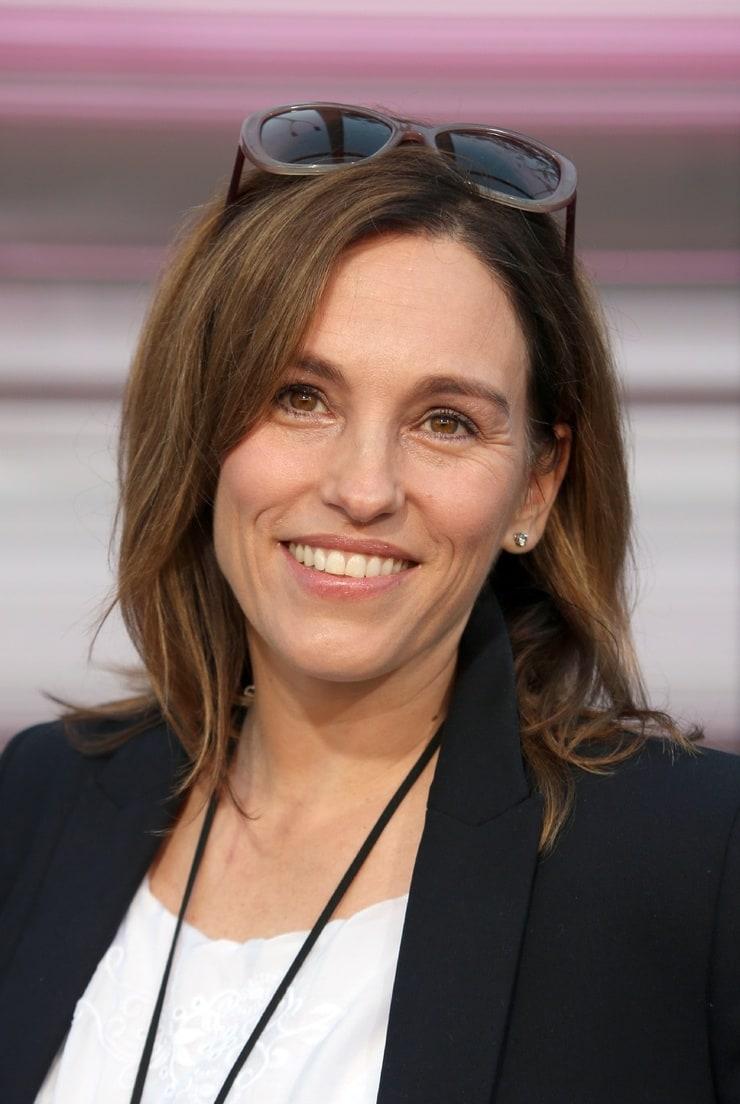 Amy Jo Johnson Wiki 2021: Net Worth, Height, Weight