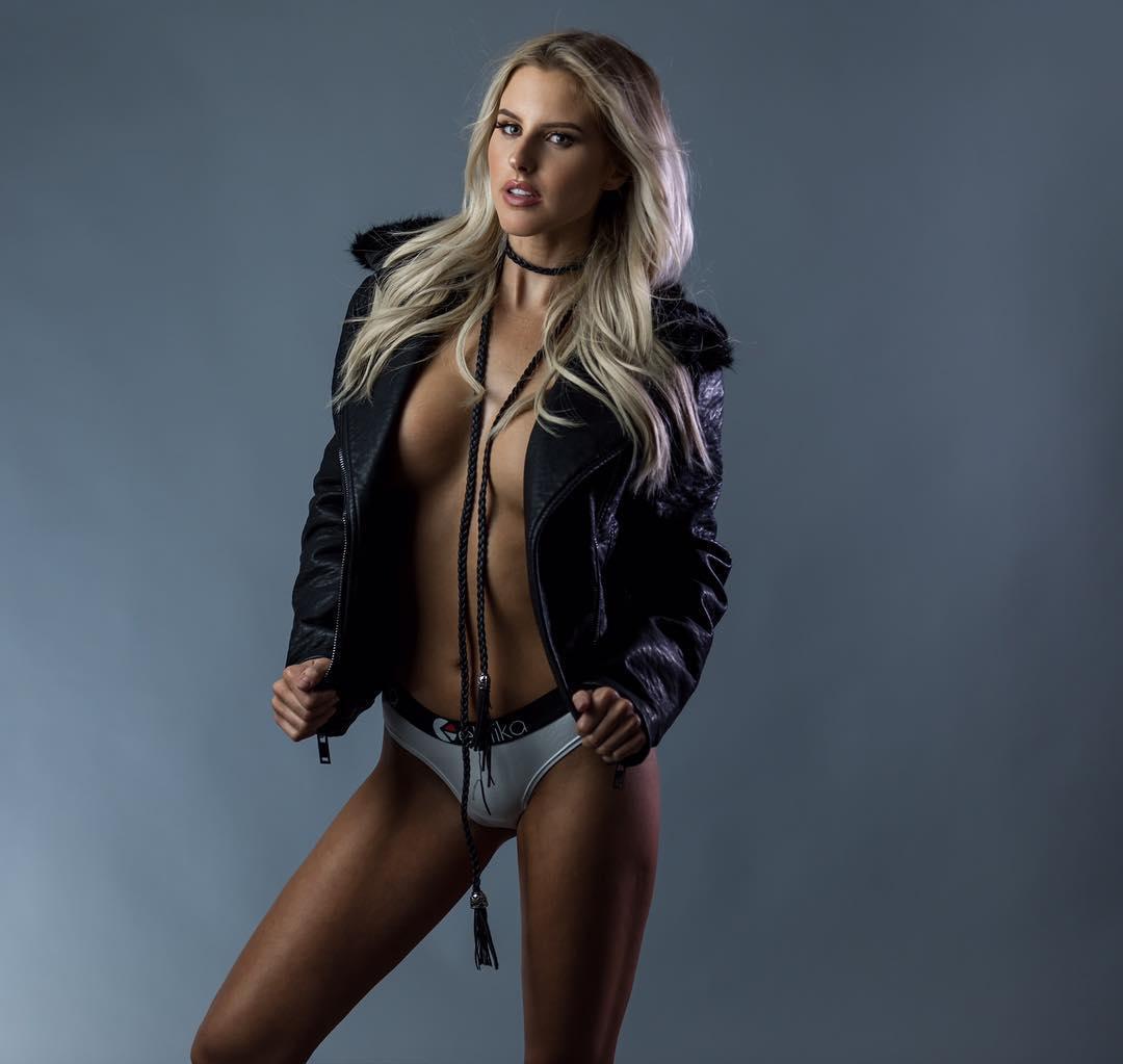 Fotos Brennah Black nude (49 foto and video), Tits, Sideboobs, Boobs, braless 2006