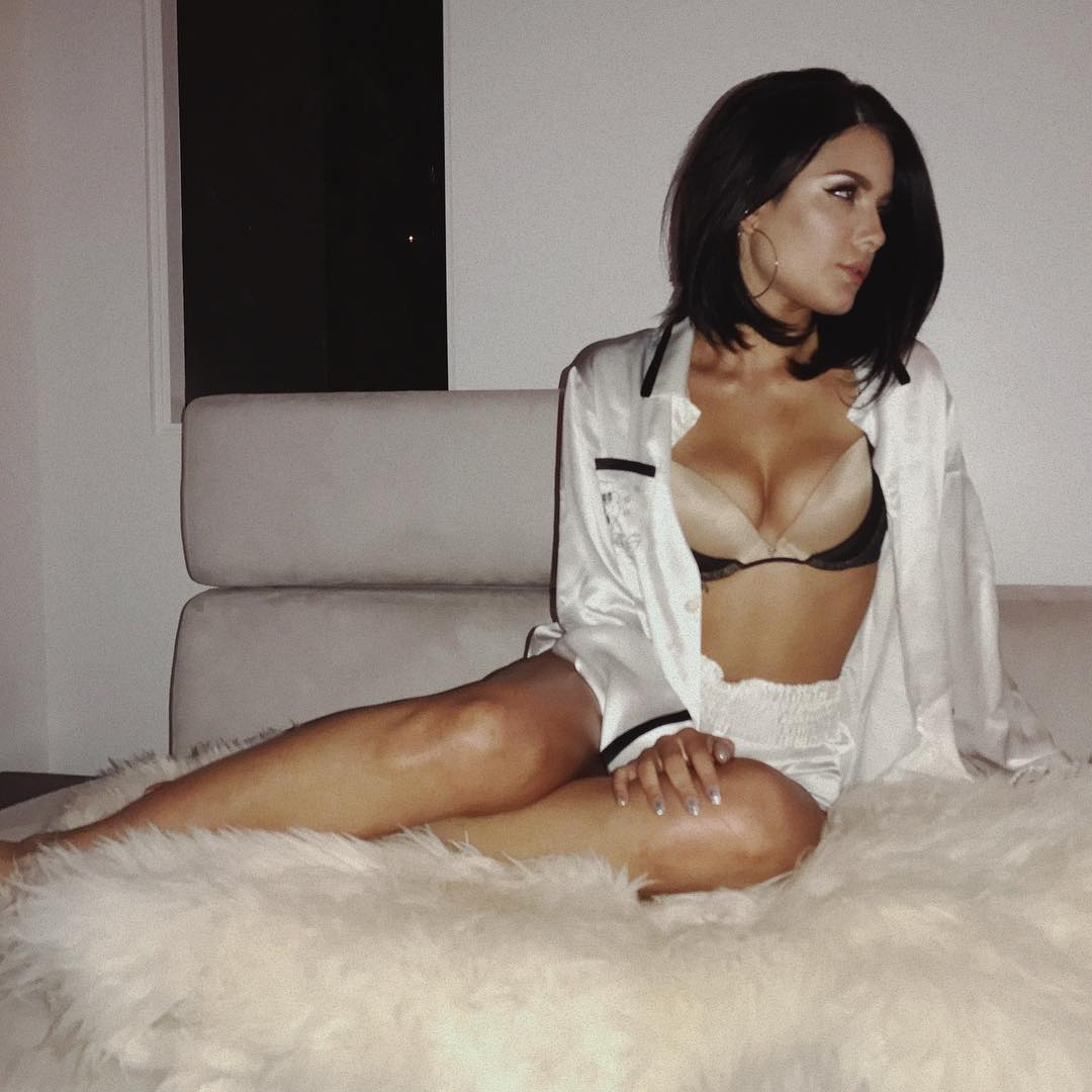 Erotica Halsey Braless naked (75 foto and video), Sexy, Fappening, Feet, in bikini 2020