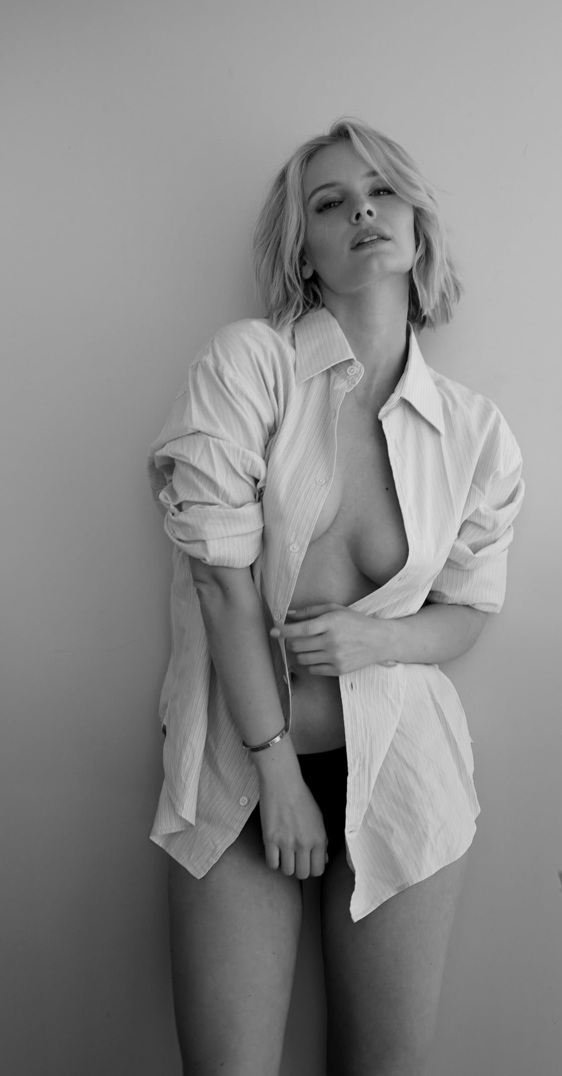 Taylor Gildersleeve Nude Photos 16