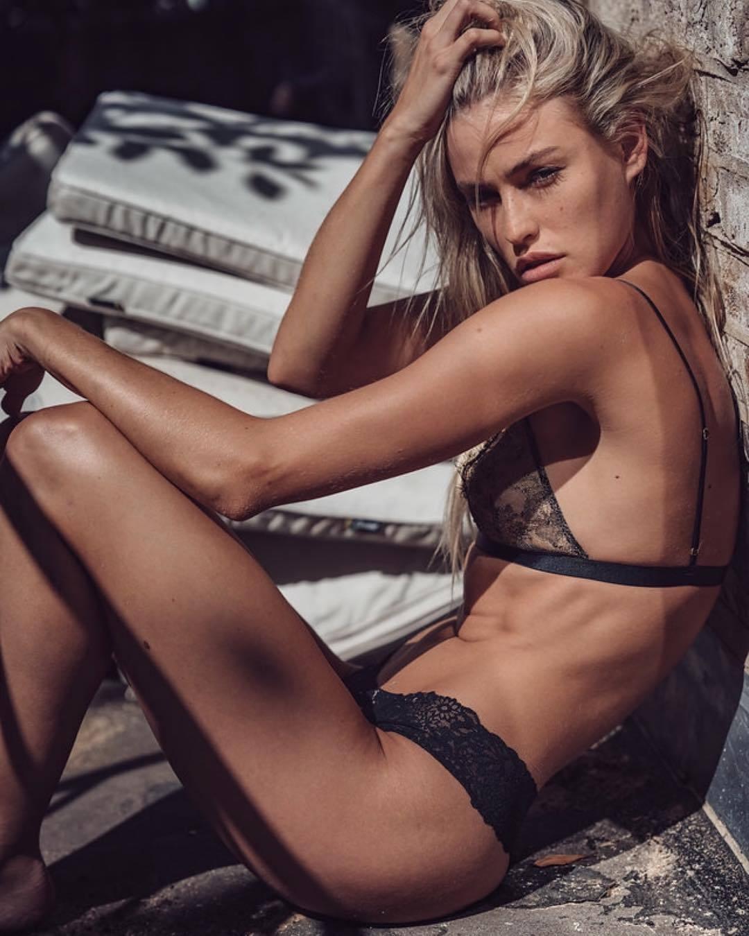 Blair Sinnott Nude Photos 37