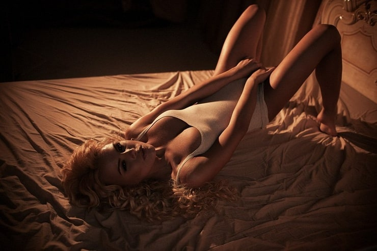 Elise Erotic Upskirt