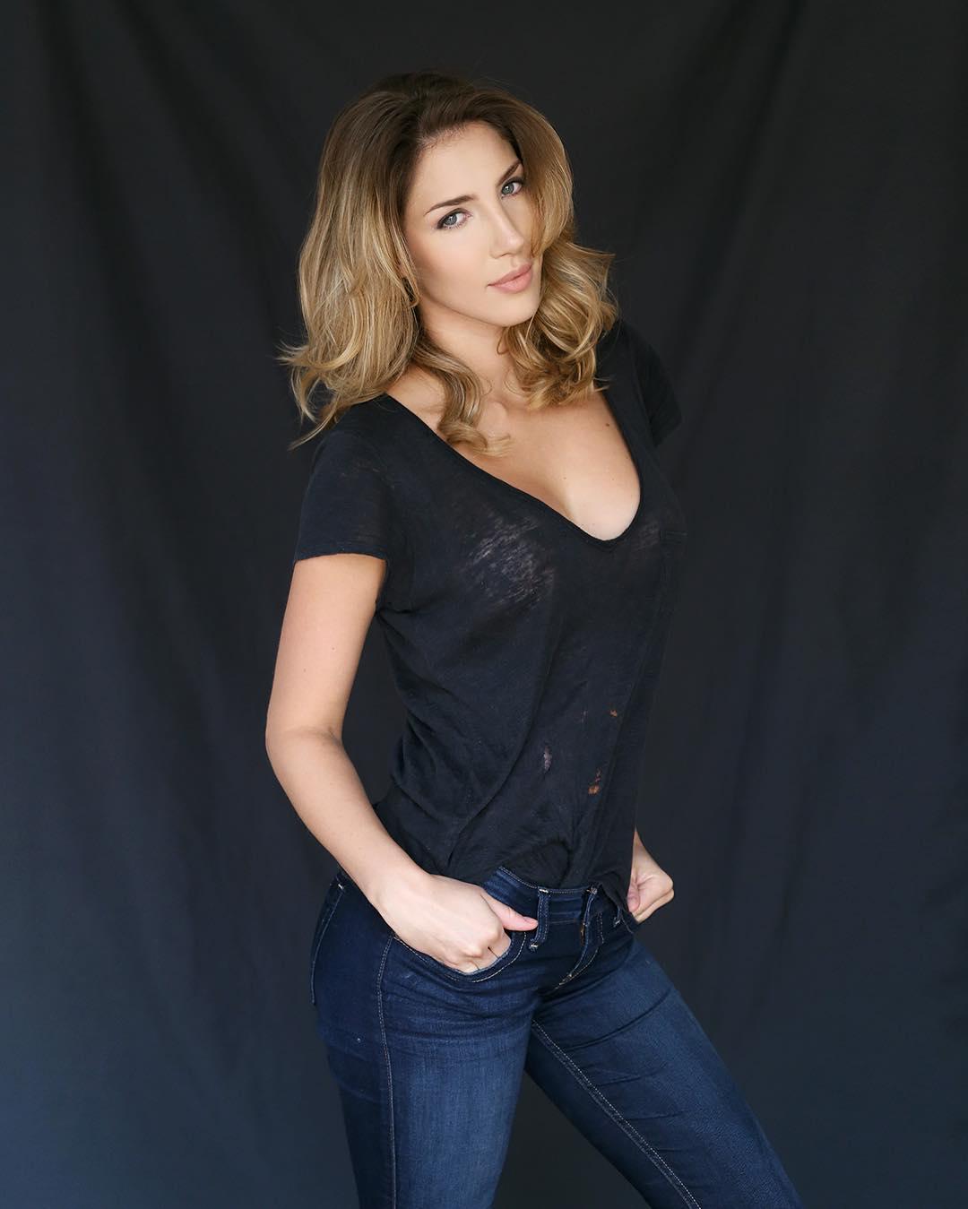 Ana Lucia Blaksley Nude Photos 4