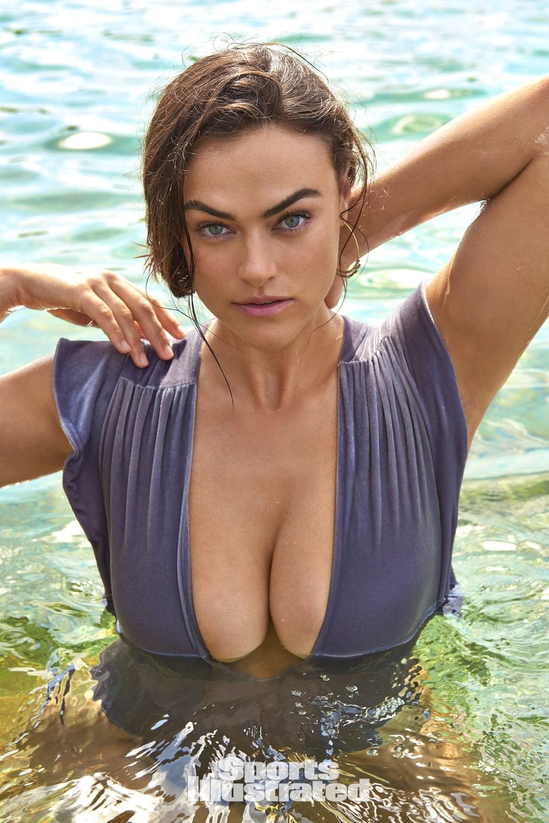Myla Dalbesio Nude Photos 49