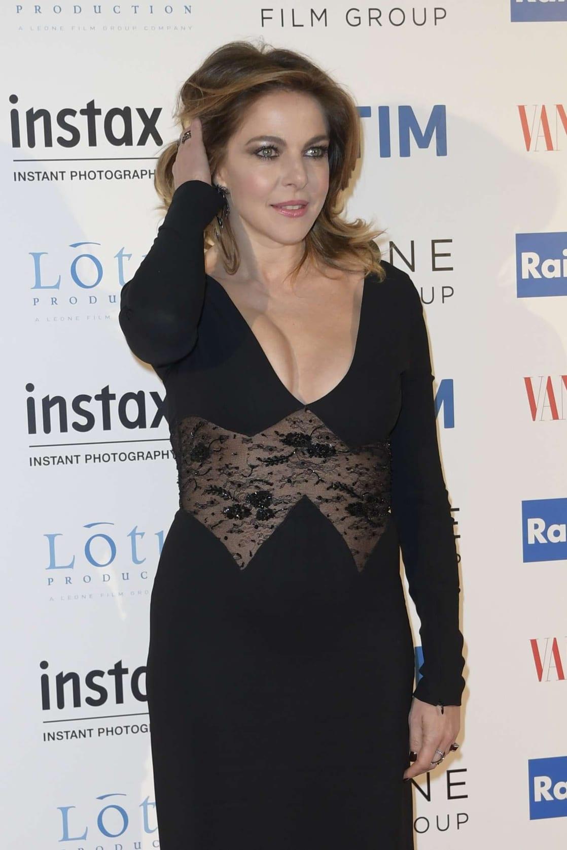 photo Claudia Gerini (born 1971)