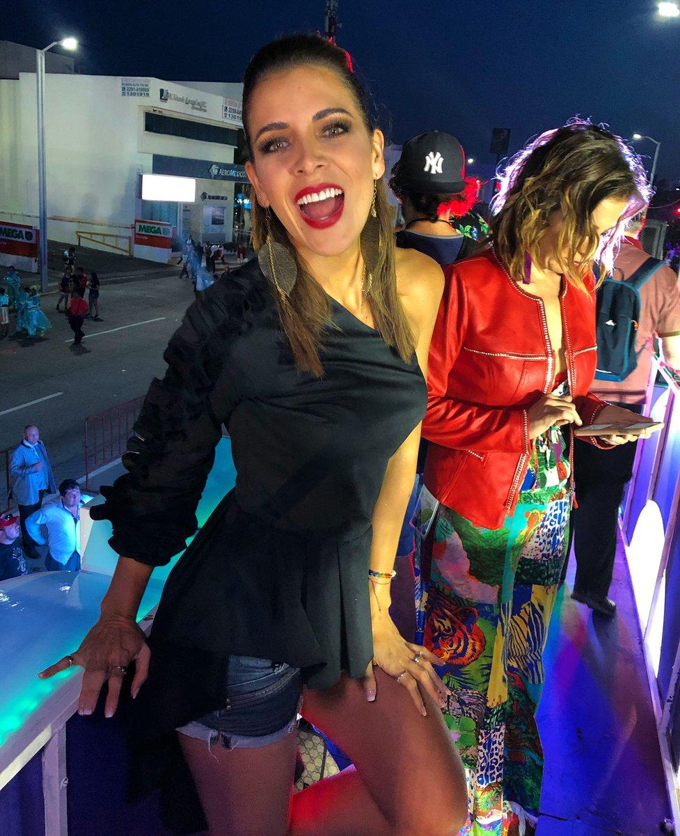 Adianez Hernandez Nude Photos 24