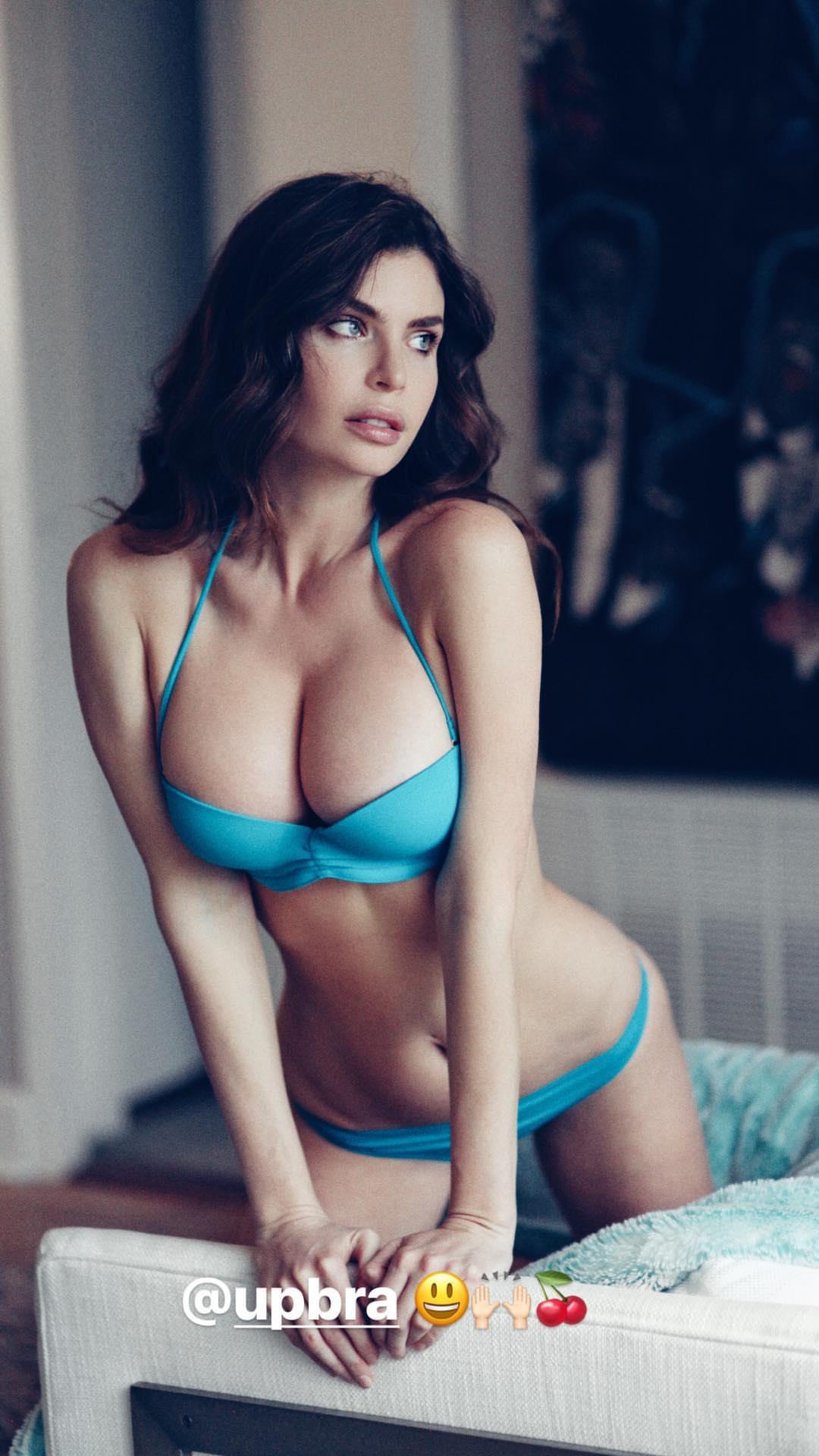 Julia Lescova naked 890