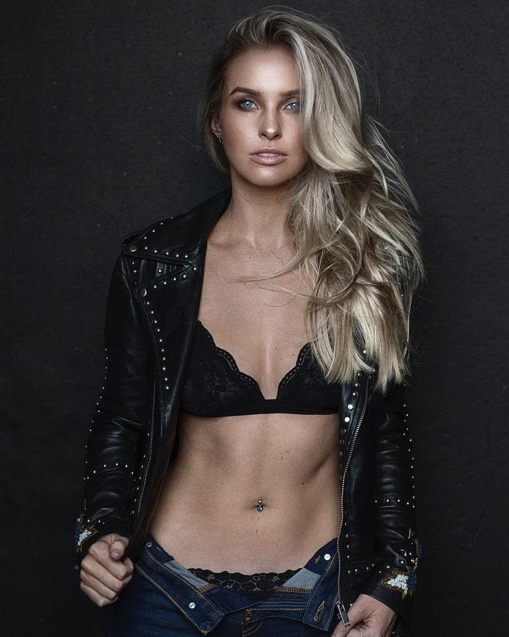 Alicia Banit