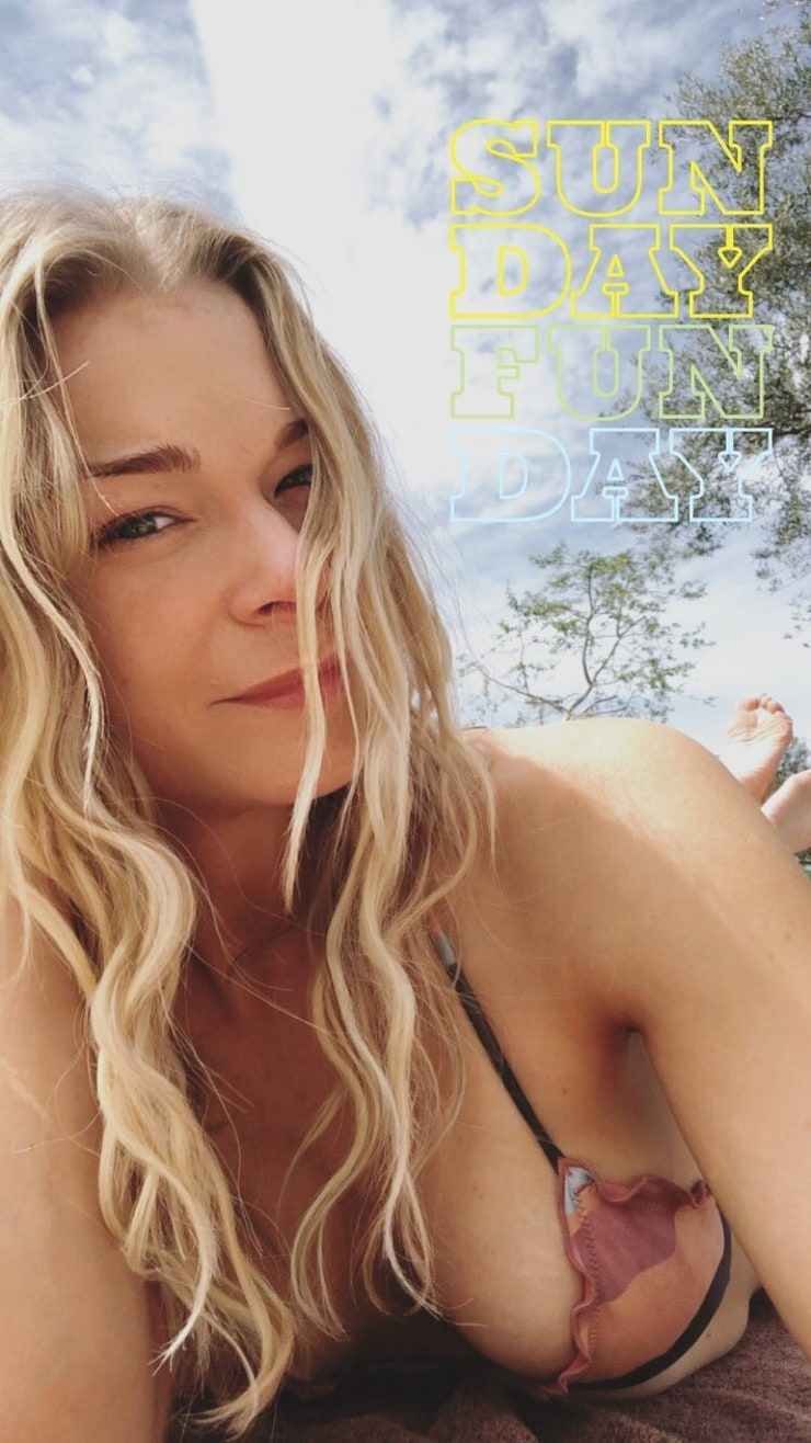 Leann rimes strips completely naked and unabashedly shares psoriasis struggles