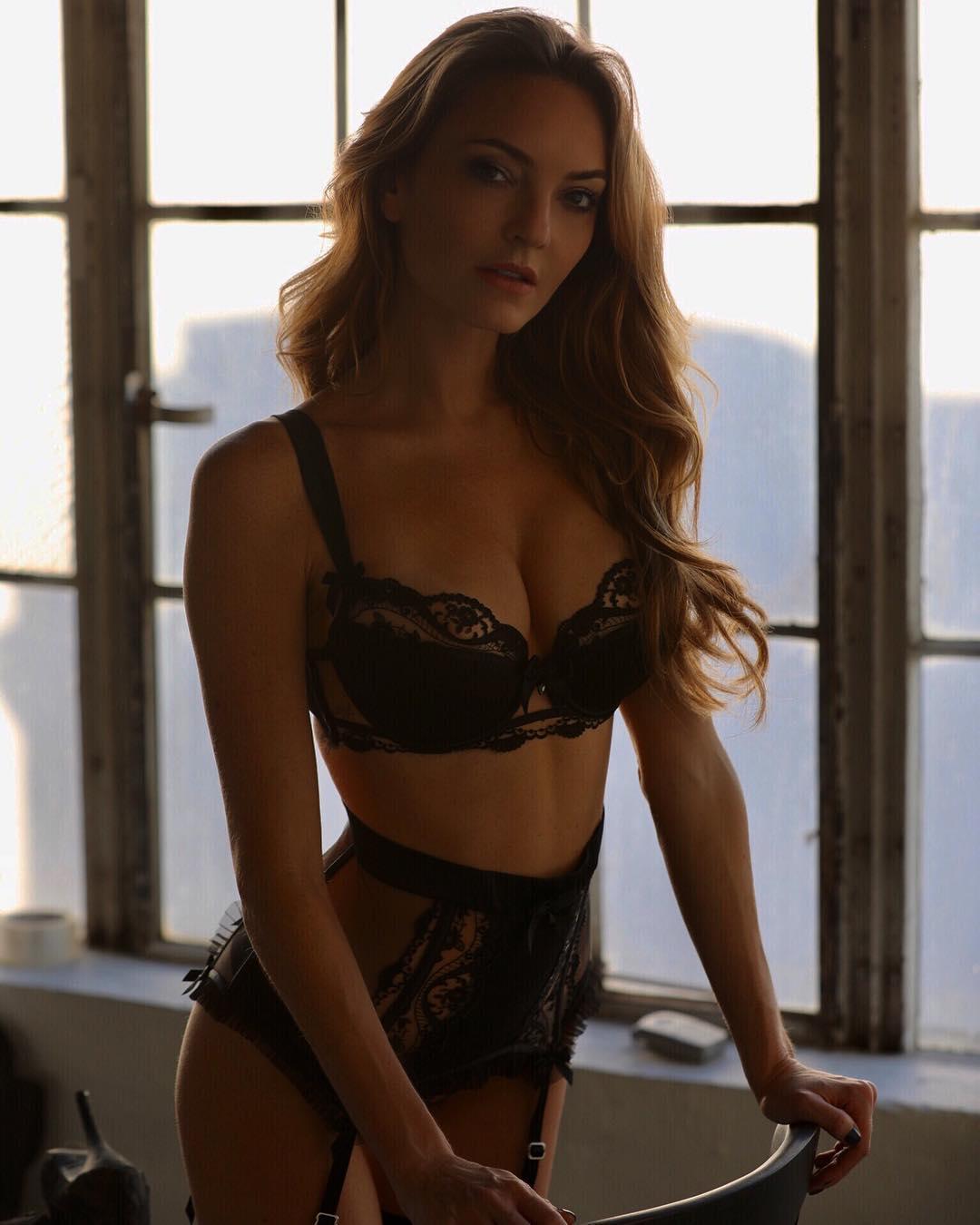 Jocelyn Binder Nude Photos 44