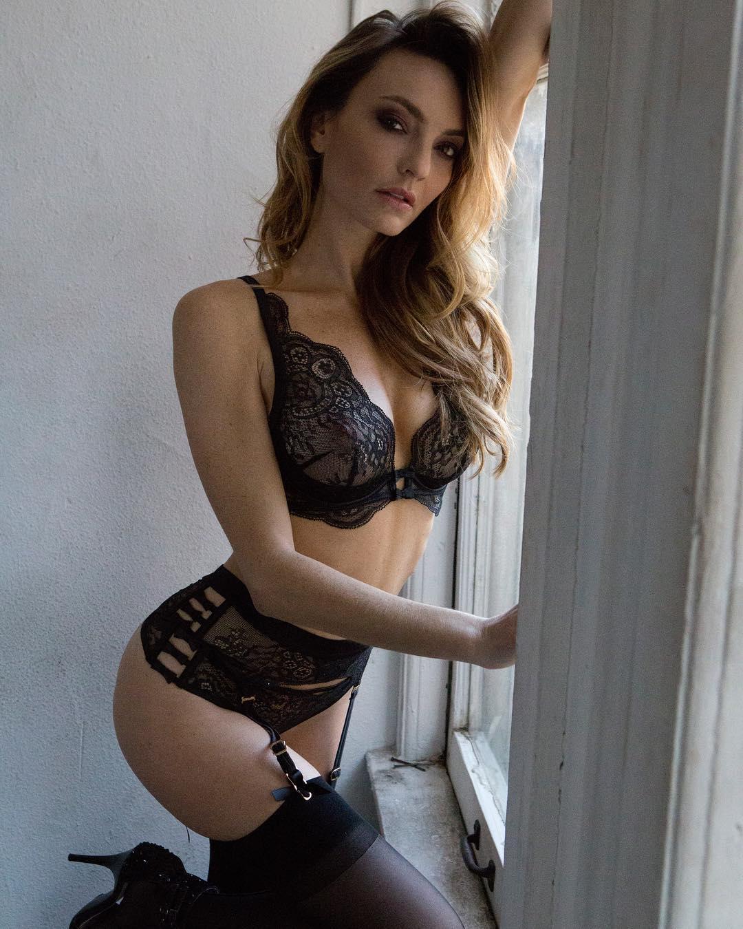 Jocelyn Binder Nude Photos 20