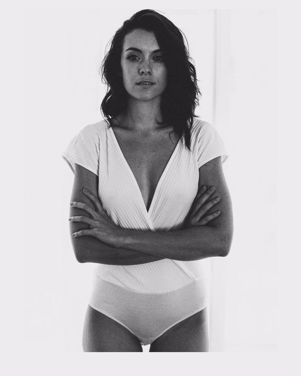 Ashlynn Yennie Nude Photos 16