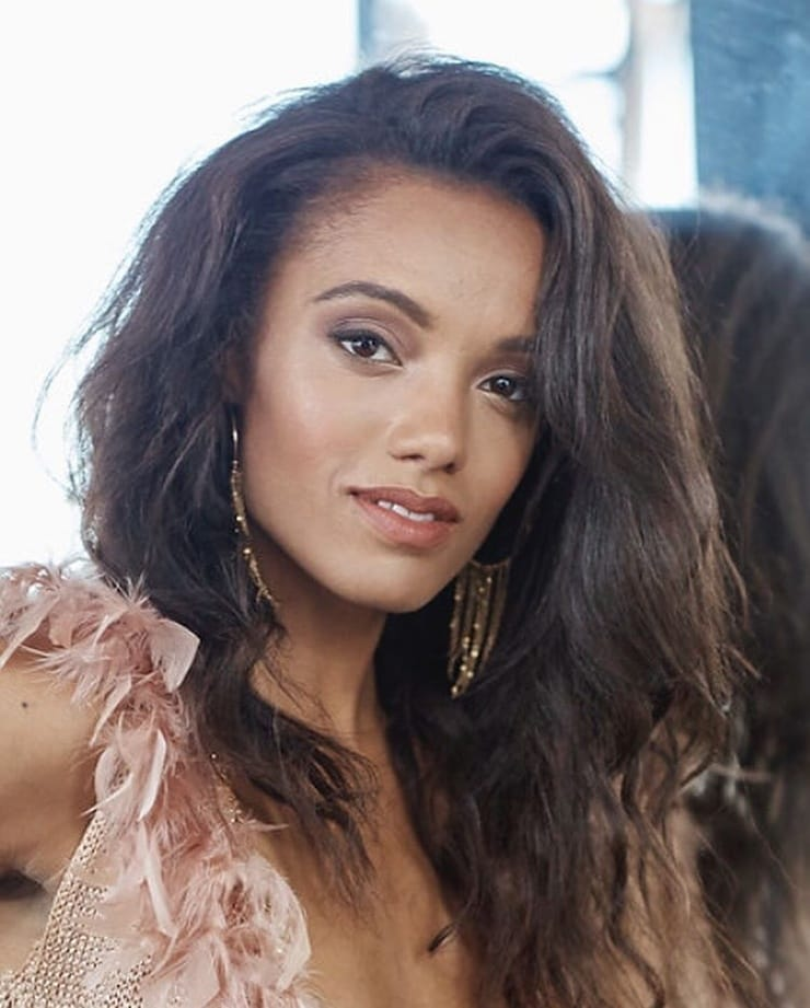 Hottest Woman 3/6/16 - MAISIE RICHARDSON (Of Kings and