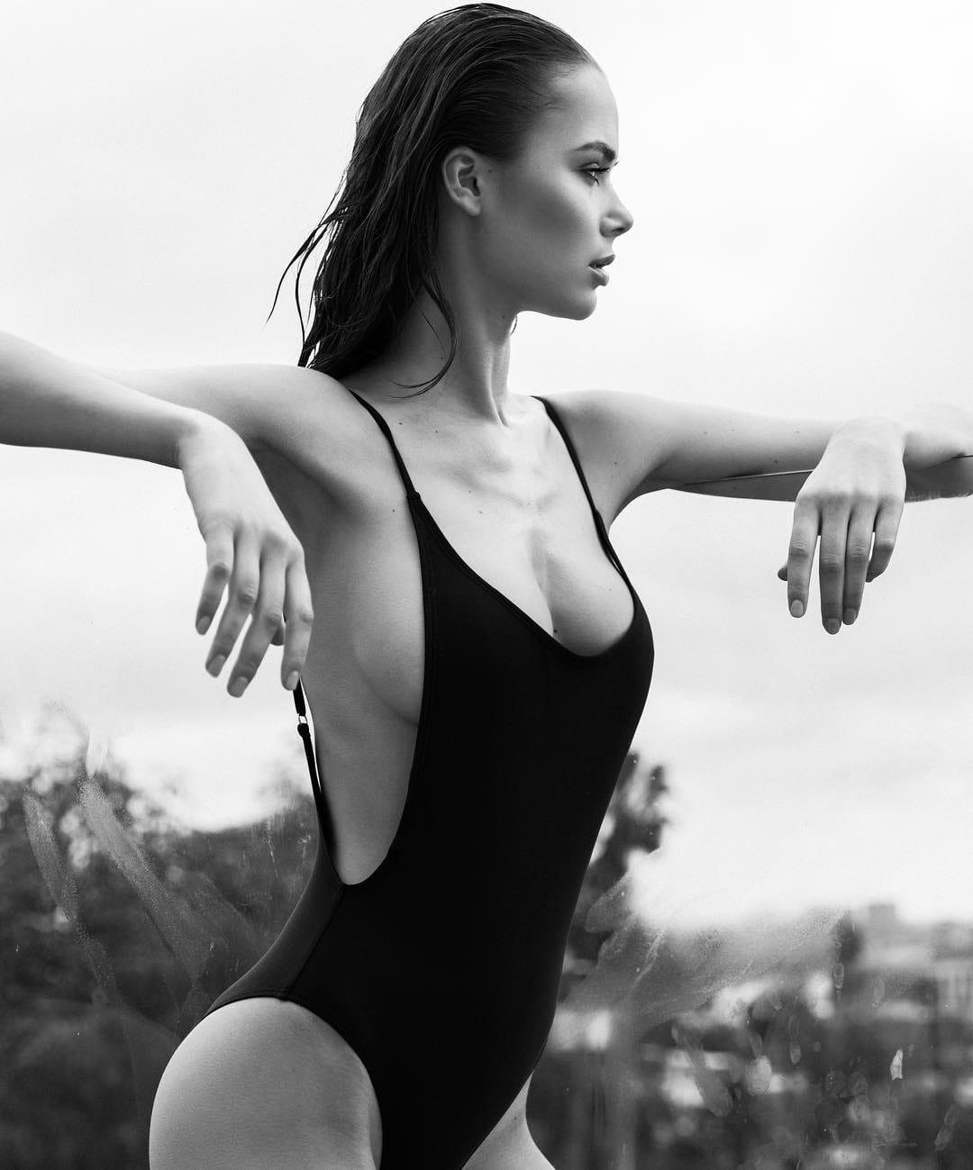Jana Jung Nude Photos 17