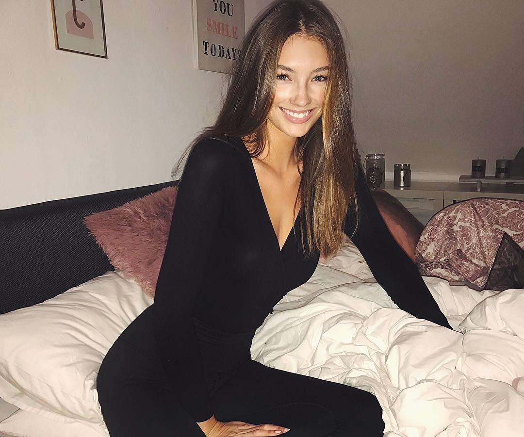 Lorena RAE