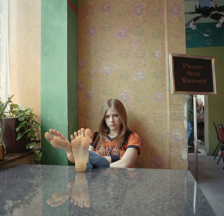 Avril lavigne feet