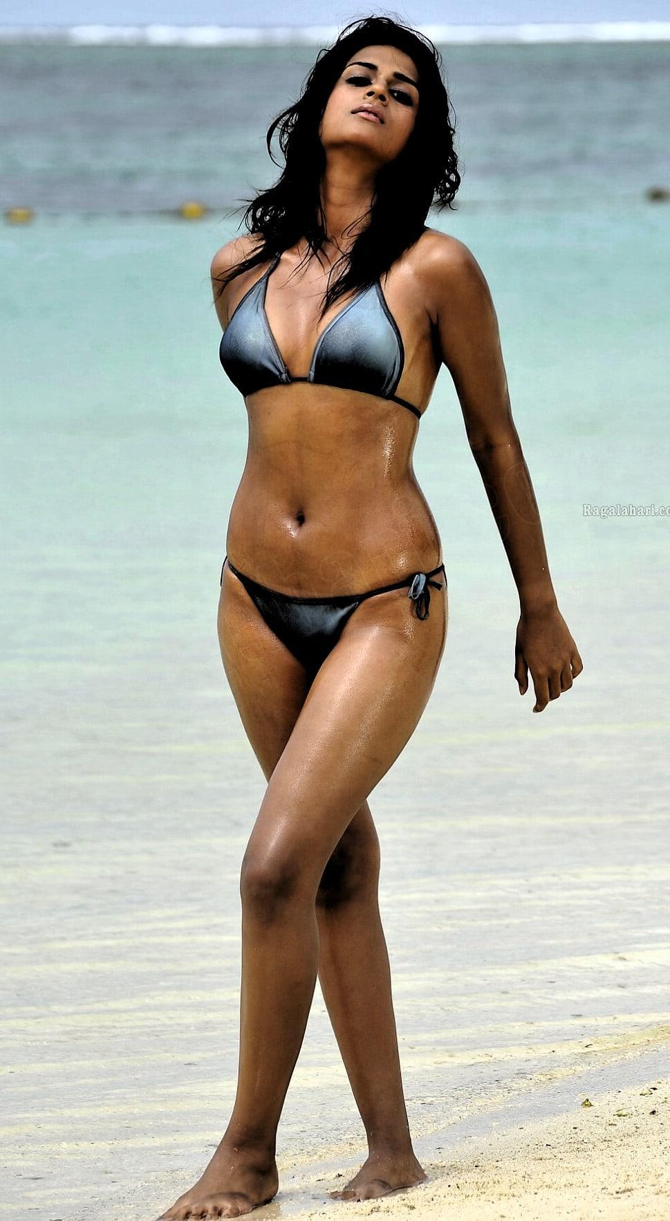 aarti mann bikini