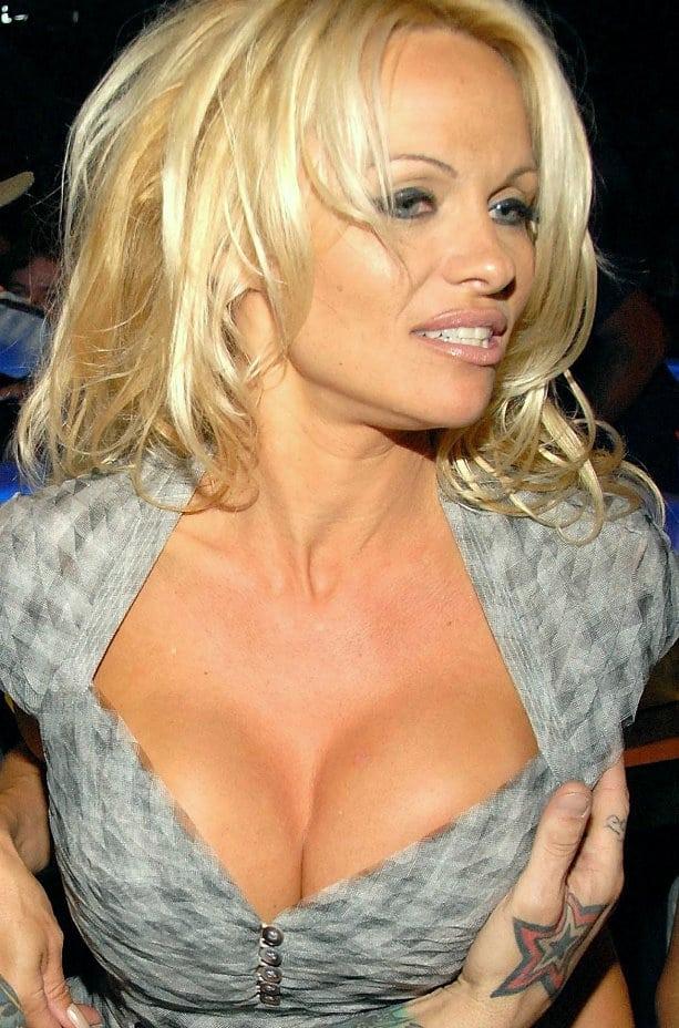 heidi-montag-pamela-anderson-fashion-week-boob-nude-women