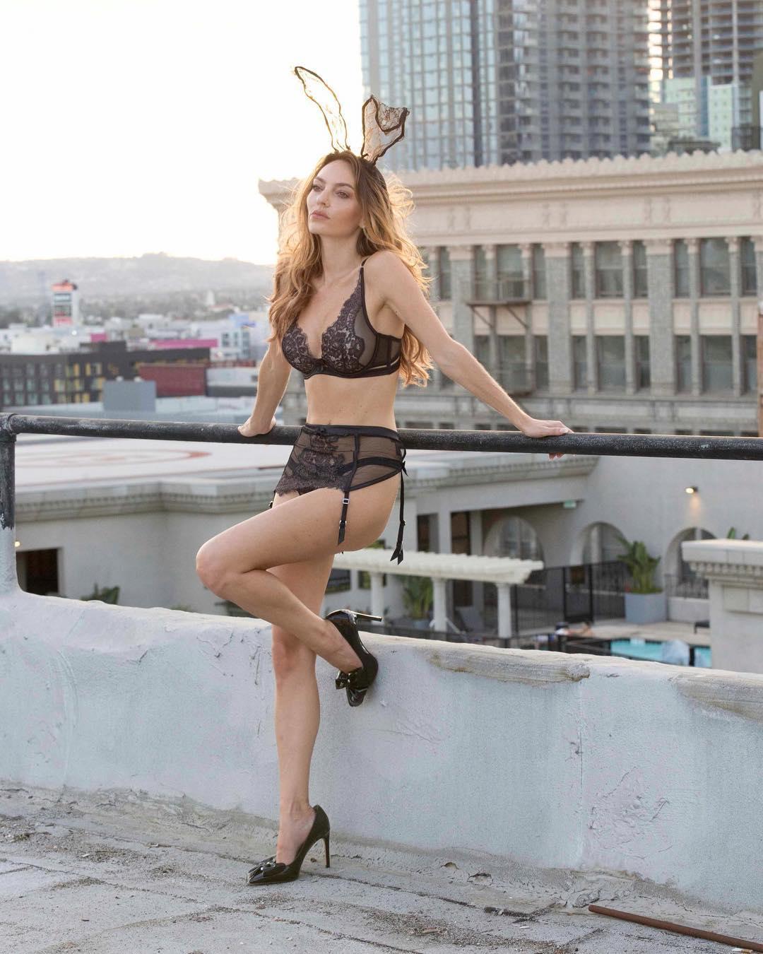 Jocelyn Binder Nude Photos 2