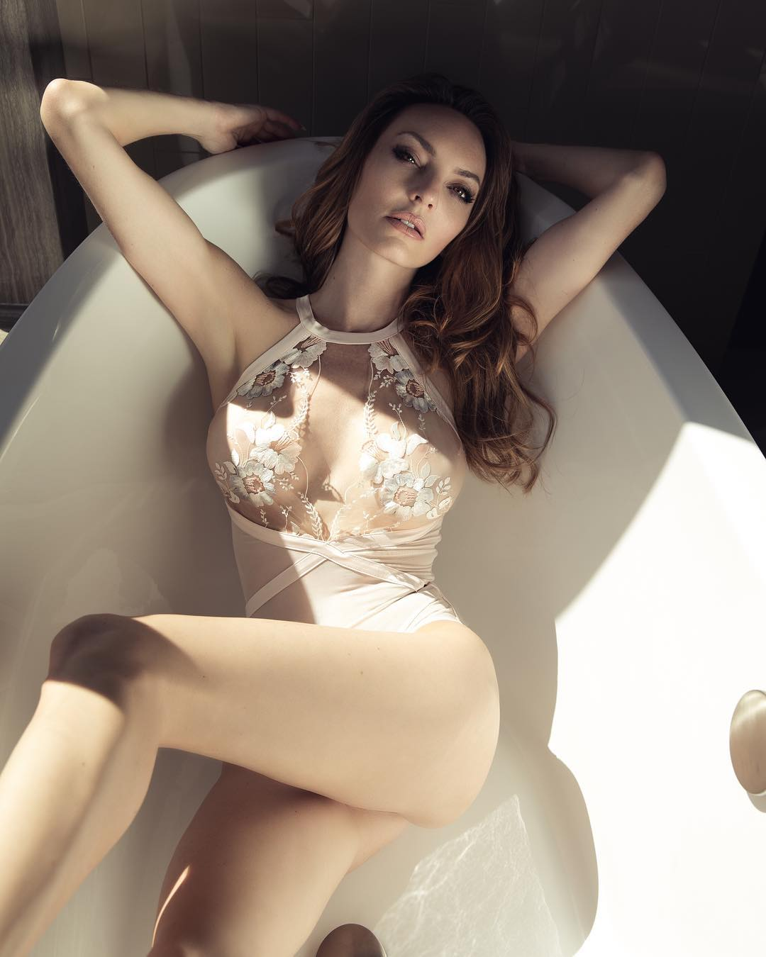 Jocelyn Binder Nude Photos 14