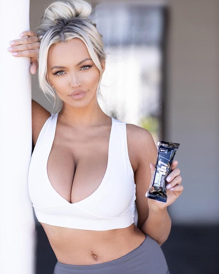 The Futuristic Samurai Lindsey Pelas Looking Sex 1