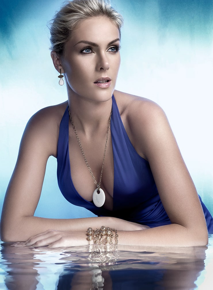 Picture of Ana Hickmann