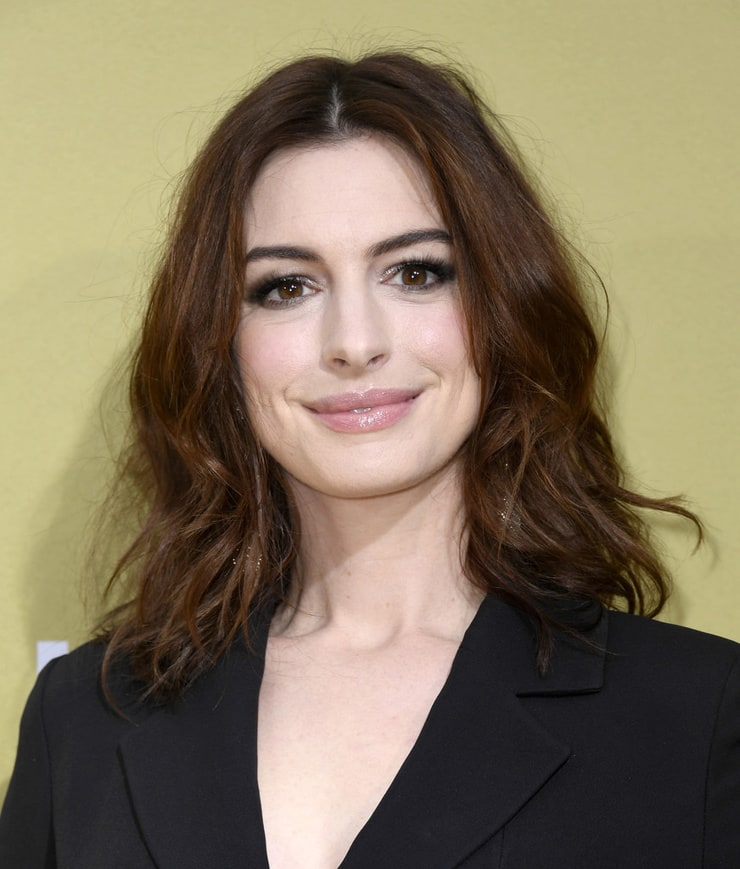 Anne Hathaway To Produce A Movie On Perils Of Dating Apps