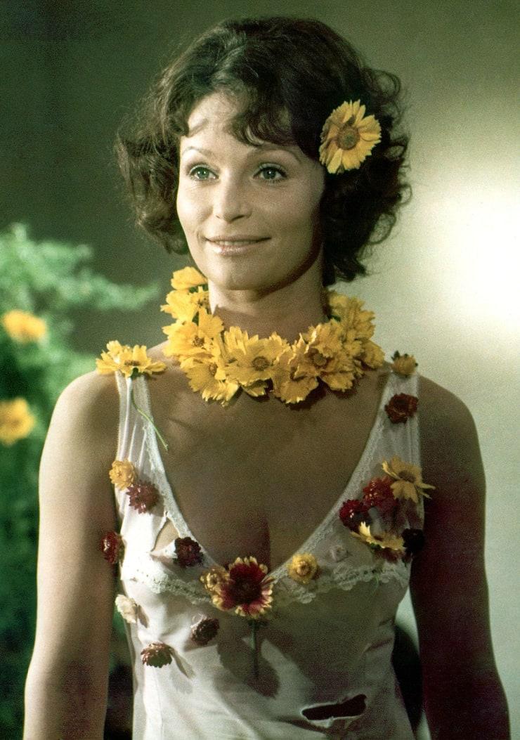 Angelica Domröse as Paula