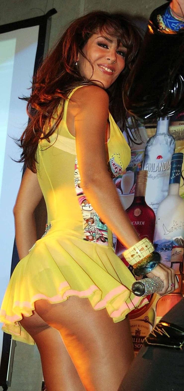 3 girls 300 upskirts party bare asses transparent dress 4k - 2 3