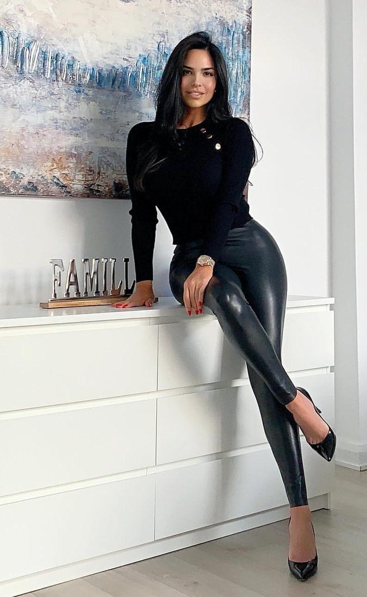 Shadi Y Cair instagram photoshoot, female thighs, sexy