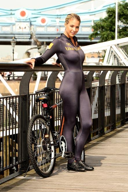 фото на велосипеде голая