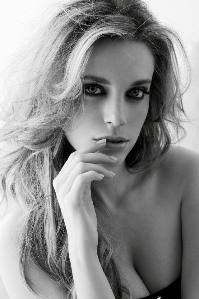 Carolina Bang Nude Photos 31
