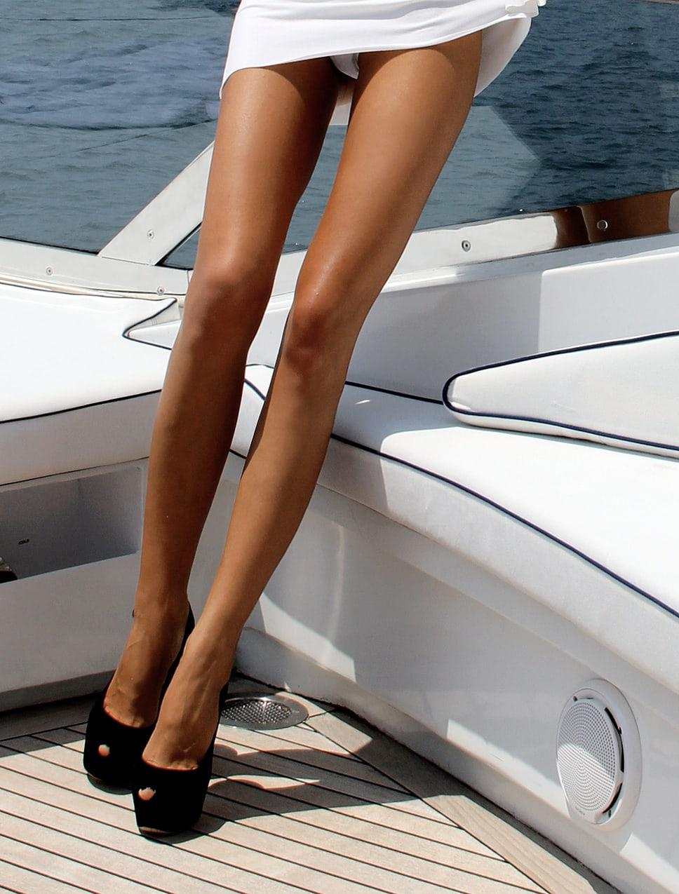 Расстояние между ногами у девушек 16 фотография