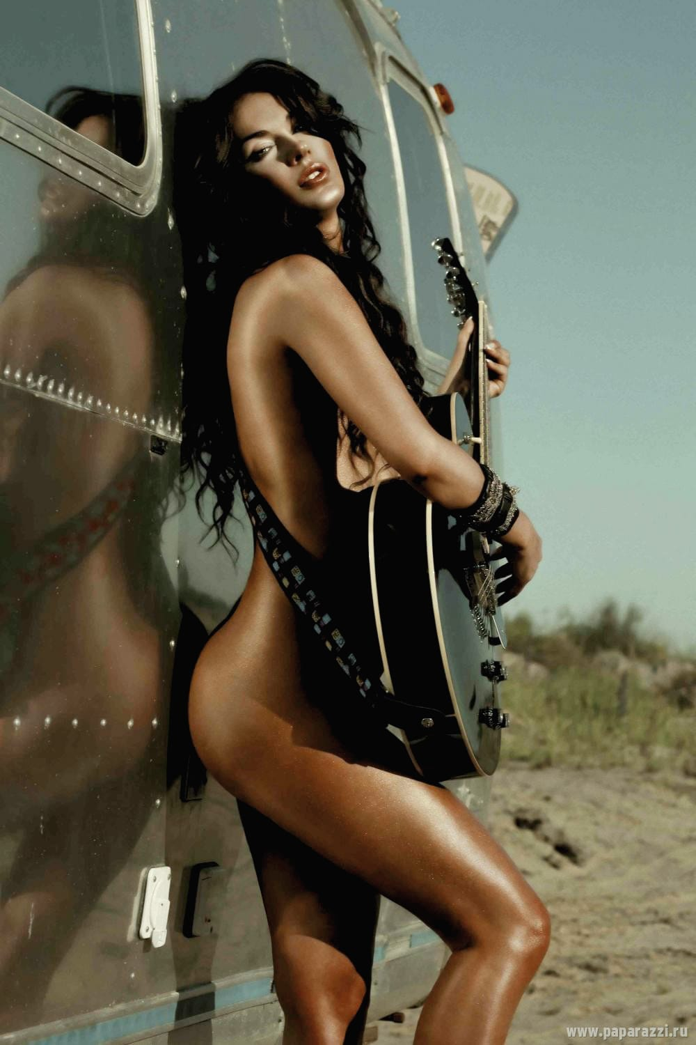 naked babe with bass guitar