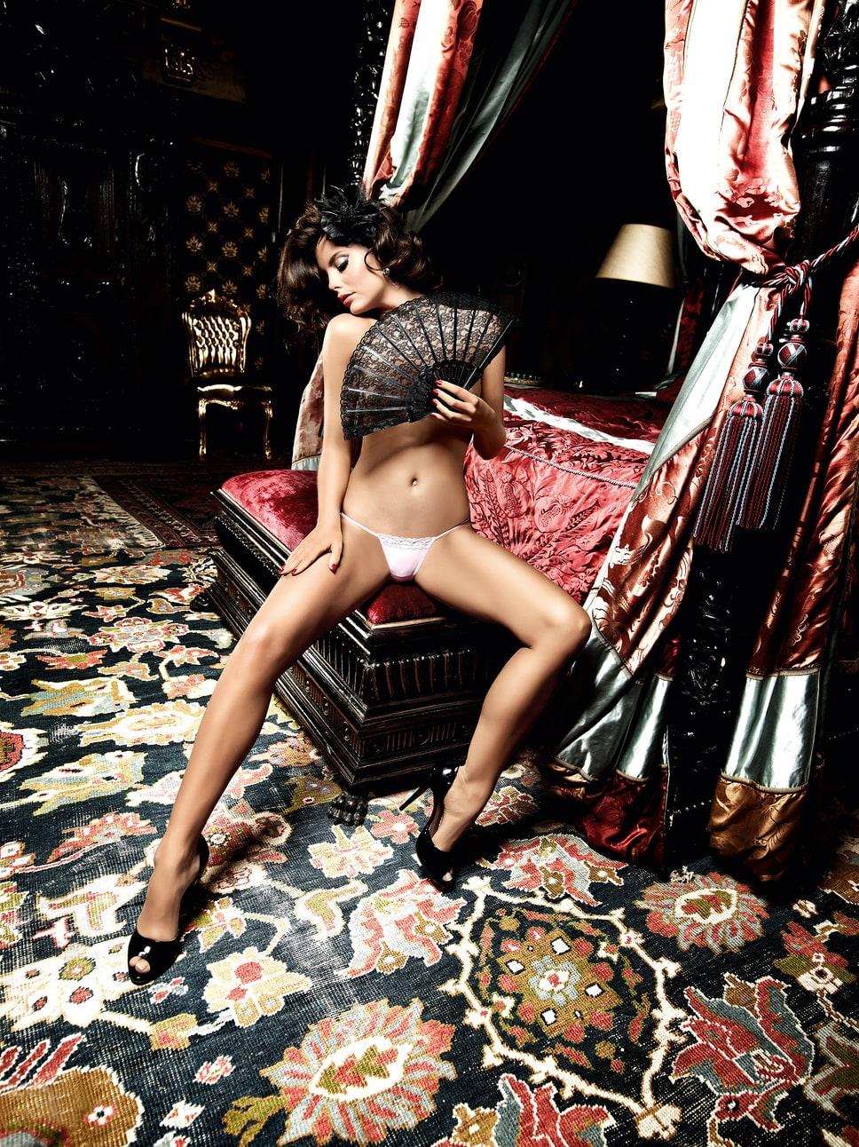 Секс в розовом трусике 17 фотография